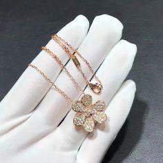 Piaget Jewelry, Bulgari Jewelry, Hermes Jewelry, Diamond Jewelry, 18k Gold Bracelet, 18k Gold Earrings, Van Cleef And Arpels Jewelry, Van Cleef Arpels, 18k Rose Gold