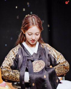 Kpop Girl Groups, Korean Girl Groups, Kpop Girls, K Pop, Cool Girl, My Girl, Twice Korean, Nayeon Twice, Twice Kpop