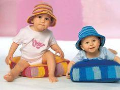 Häkelhut und Sitzkissen zum Selbermachen | Eine Mütze häkeln? Na klar! Dieser modische Häkelhut ist ein Muss für jedes Kind im ersten Lebensjahr. Passend zum Käppi im Streifenlook gibt es noch ein Sitzkissen zum Selbermachen, auf dem es sich herrlich thronen und fläzen lässt.