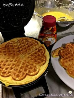 ricetta waffle dolci sciroppo acero fabbri Sweets Cake, Cookie Desserts, Beignets, Party Entrees, Latte, Bubble Waffle, Pancakes, Cake & Co, Waffle Iron