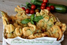 Frittelle di zucchine con pastella perfetta ricetta il mio saper fare Quick Recipes, Veggie Recipes, Just Cooking, Antipasto, Appetizers For Party, Fritters, Vegetable Dishes, I Love Food, My Favorite Food