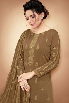 Pakistani design salwar kameez online, Straight cut Salwar kameez in India Salwar Kameez Online, Pakistani Salwar Kameez, Pakistani Suits, Anarkali Suits, Style Palazzo, Art Marron, Dress Meaning, Pakistani Dresses Online, Stitching Dresses