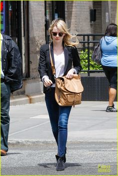 Emma Stone keeps it cute and chic while taking a stroll on Friday (May 17) in New York Citys Tribeca district.     The day before, the 24-year-old actress boyfriend…
