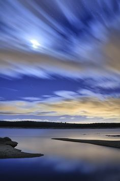 Blue Moon by César Vega