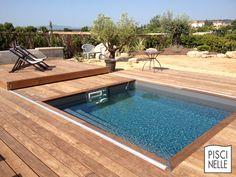 Une terrasse mobile de piscine Rolling-Deck en Provence.
