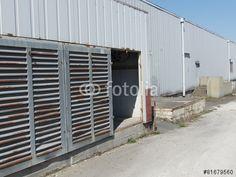 Stahltüren mit Lamellen eines alten Lagerhauses in Bielefeld-Schildesche in Ostwestfalen-Lippe