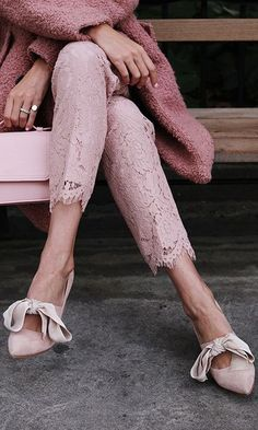 All pink outfit: lace pants Foto Fashion, Pink Fashion, Womens Fashion, Fashion Outfits, Rosa Style, Looks Style, My Style, Mode Rose, Monochrome Outfit