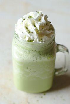 Green Tea Frappuccino (Starbucks Copycat) - Snacks and Sips Green Tea Frappuccino Recipe, Starbucks Frappuccino, Latte Recipe, Drinks Alcohol Recipes, Tea Recipes, Copycat Recipes, Lemonade Tea Recipe, Brunch Cake, Starbucks Recipes