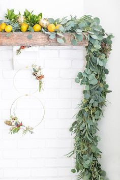 Modern Wreath and Garland - Sugar and Charm - sweet recipes - entertaining tips - lifestyle inspiration Wreaths And Garlands, Holiday Wreaths, Modern Christmas, Christmas Crafts, Beautiful Christmas, Christmas Ideas, Hygge Christmas, Natural Christmas, Magical Christmas