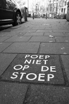 Poep niet op de stoep (for dogs) Don't shit on the sidewalk