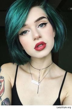 Green short hair and red lips - LadyStyle