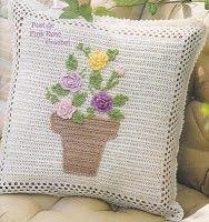 Tata Ferraz: Pufês e Almofadas Crochet Pillow, Crochet Motif, Crochet Flowers, Crochet Cushion Cover, Crochet Cushions, Crochet Home, Crochet Baby, Manta Crochet, Crochet Hearts