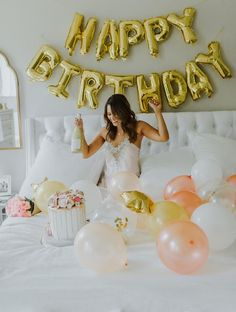 Cute Birthday Pictures, Birthday Ideas For Her, Birthday Cakes For Women, Happy Birthday Images, Birthday Photoshoot Ideas, 24th Birthday, Birthday Woman, Birthday Parties, Cake Birthday