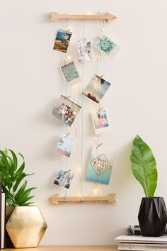 Our light up hang and peg kit is a perfect wall feature for any space. Make it as long as you like with the 5m twine included. <br> Attach feathers, quotes, photos and even jewellery to add some of your own style! <br/>