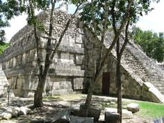 Reminiscent of the advanced Mayan civilization in the pre-Columbian period, Chichen Itza is a fascinating archaeological site in the arid plateau of the north-eastern Yucatan peninsula in Mexico.