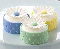 Daisy Mini Cakes