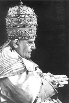 Pope John XXIII with male female union hand sign.