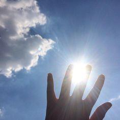 "Páči sa mi to: 9, komentáre: 1 – Martin Bugár (@martinnbugar) na Instagrame: ""The sun between my fingers ☀️🖐🏼 #2017 #sun #fingers"""