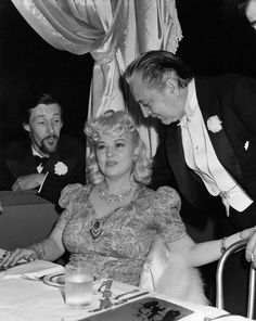 John Carradine, Mae West, and John Barrymore 1942 Golden Age Of Hollywood, Vintage Hollywood, Mae West Movies, John Carradine, John Barrymore, Guys And Dolls, Classic Actresses, Female Stars, Days Of Our Lives