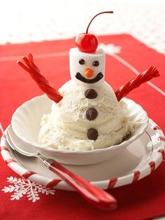 A lovely holiday dessert that is the perfect memory maker for your young boy or girl. Vanilla ice cream mixed with chocolate pieces has to be the best. Your family will never forget this holiday su. Noel Christmas, Christmas Goodies, Christmas Desserts, Holiday Treats, Christmas Baking, Christmas Treats, Holiday Fun, Holiday Recipes, Family Christmas