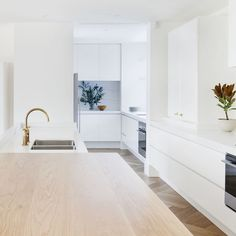 Local Australian Home Interior Design Toorak Residence Designed By Hecker Guthrie 7 - The Local Project Australian Interior Design, Australian Homes, Modern Interior Design, Interior Ideas, Hecker Guthrie, Melbourne House, Built Ins, Home Kitchens, Modern Kitchens
