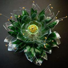 flowers from recycled PET bottles. -Duhová poselství