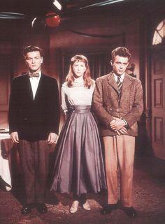 Richard Davalos, Julie Harris and James Dean.