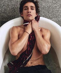Robert Sheehan covers Rollacoaster Magazine Spring/Summer 2019 by Bartek Szmigulski - fashionotography Robert Sheehan, Fabio Moon, Tao, Beautiful Men, Beautiful People, Blake Steven, Gerard Way, Attractive People, Pretty Boys