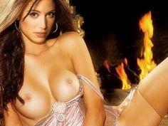 Shannon+Elizabeth+nude+spread+legs+in+Playboy+photo.jpg (1200×900)