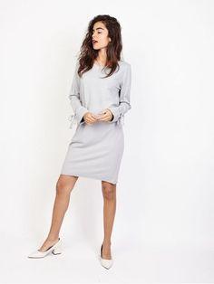 cc4a4da8fe0 Robe pull 100 % coton grise clair. Sweat long femme col rond détails noeuds  au