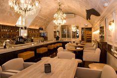 Tast Club, Palma Moeilijk te vinden maar als je er eenmaal bent is het leuk vertoeven. Prachtig doolhof van allerlei kamertjes die mooi zijn ingericht. Heerlijk eten. Intieme sfeer.