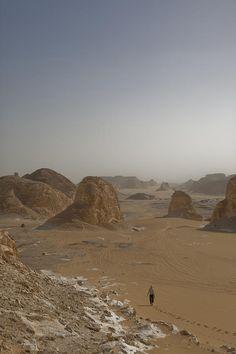 ✭ A woman walks down a sand dune in the Sahara - Egypt