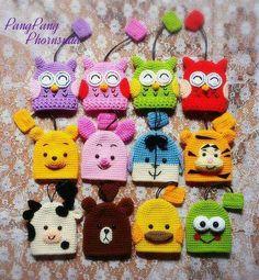 ที่ครอบพวงกุญแจ Crochet Keychain, Paracord Keychain, Crochet Stitches, Crochet Motifs, Crochet Patterns, Crochet Baby, Crochet Gifts, Cute Crochet, Crochet Dolls