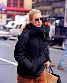 """Carolyn Bessette Kennedy HD on Instagram: """"• •November 1997 •Tribeca NYC #CarolynBessetteKennedy #CarolynBessette #Kennedy #CBK #JohnFKennedyJr #JohnFKennedy"""" Carolyn Bessette Kennedy, Kennedy Jr, John F Kennedy, Fall Accessories, Fashion Accessories, Autumn Fashion, Fall Winter, Nyc, Style"""