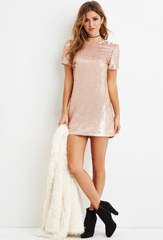 Sequined rose gold shift dress Blush color, from Forever New with tags! Purchased it and didn't like how it fit on me, which is a shame because it's a beautiful dress. Sequin T Shirt Dress, Jumpsuit Dress, Dress Skirt, Dress Up, Fancy Dress, Military Ball Dresses, New Years Eve Outfits, Going Out Outfits, Forever 21 Dresses
