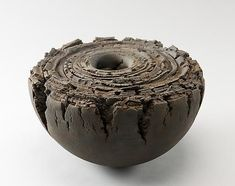 wonderful abstract ceramics sculpture by Yo Akiyama Ceramic Clay, Ceramic Bowls, Ceramic Pottery, Pottery Art, Stoneware Clay, Japanese Ceramics, Japanese Pottery, Sculptures Céramiques, Sculpture Art