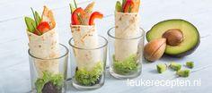 mini wrap with chicken Shot Glass Appetizers, Yummy Appetizers, Appetizer Recipes, Snack Recipes, Tea Snacks, Snacks Für Party, Healthy Snacks, Healthy Recipes, Falafel Wrap