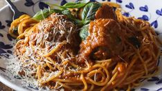 Spaghetti meatballs with fresh pasta Pasta And Mince Recipes, Sauce Recipes, Fresh Bread Crumbs, Pasta Maker, Spaghetti And Meatballs, Fresh Pasta, Spag Bowl, Fries, Stuffed Peppers