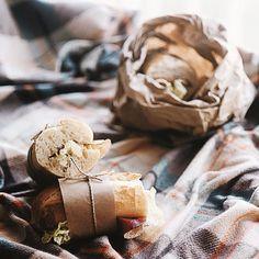 """Утренние походные сэндвичи в теме """"Еда с собой"""" для #фудфотоигра_второйсезон от @bittereschokolade. моя судья @ekaterina_morgunova  При поддержке @foodphotoprops @fugarussia @travelogia by anastesistep"""
