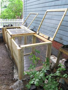 Compost Sliding fronts of bins for easier removal. Wouldn't want floor though - Just finished replacing a compost bin for friends who garden mightily in the city. My clients were tired of tree roots growing up thru the bottom of the old b… Garden Compost, Vegetable Garden, Veggie Gardens, Best Compost Bin, Outdoor Compost Bin, Worm Composting, Diy Greenhouse, Portable Greenhouse, Dream Garden