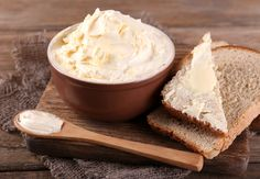 Butter is exquisite, on toast and bathing a sizzling steak. Would you like to know how to make homemade butter yourself? Burritos, Honey Butter, Peanut Butter, Make Butter At Home, Dehydrated Strawberries, Homemade Butter, Butter Recipe, Few Ingredients, How To Make Homemade