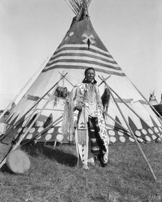 """""""Herbert Lawrence of Siksika Nation""""- Portraits of First Nations people of Alberta ca 1910 by Harry Pollard Native American Teepee, Native American Pictures, Indian Pictures, Native American Tribes, Native American History, Native Americans, American Symbols, Blackfoot Indian, Native Indian"""