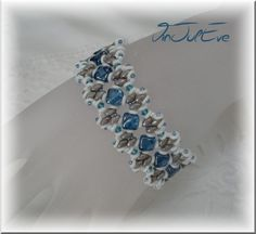 *P Bracelets, Bracelet Hoani Blue / White / Grey is a orginale creation Vinjuleve on DaWanda duos silkies & o beads