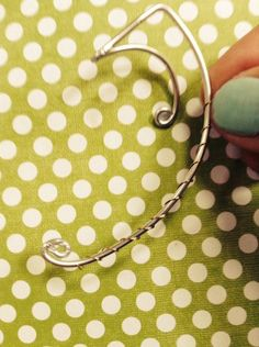 Picture of Wrap Around Imagen de Wrap Around Related posts: Ear and tragus cuffs!find ear cuff que realmente me gusta … Ear Cuff DIY.find ear cuff que realmente me gusta … Wire Ear Cuffs, Elf Ear Cuff, Ear Cuffs Diy, Ear Jewelry, Jewelry Making, Wire Jewellery, Jewlery, Jewellery Shops, Skull Jewelry
