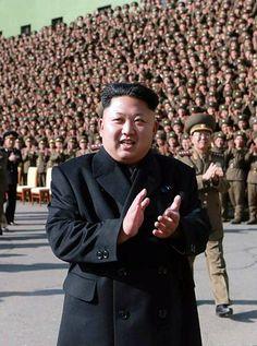 「第3回大隊長、大隊政治指導員大会」に出席した北朝鮮の金正恩第1書記。これまで突いていたつえはない(5日付の労働新聞より) ▼5Nov2014時事通信|金第1書記、つえなしで歩行=軍大隊長大会で演説-北朝鮮 http://www.jiji.com/jc/zc?k=201411/2014110500255 #김정은 #Kim_Jong_un #金正恩 #Ким_Чен_Ын