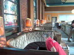 Soeben haben wir unser neuestes Projekt ausgeliefert - für das HOHOFFS 800° in Hagen: Die #Sitzmöbel für ein #Restaurant im Stil der Roaring Twenties. Unser Bankbau konnte hier seine Leistungsfähigkeit unter Beweis stellen, denn die Bankanlagen wurden individuell nach Architekten-Entwurf gefertigt. Die gerundeten Banknischen haben eine aufwändige Polsterung mit Ziernähten und Steppungen. www.schnieder.com