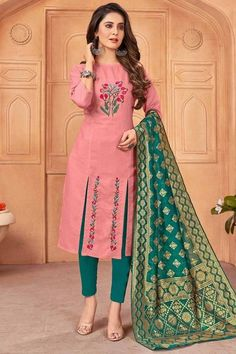 Get gorgeous in this salmon pink cotton trouser suit which will make your look very subtle yet edgy. This round neck and 3/4th sleeve outfit accentuated with thread work. Presented with cotton cigarette pants in dark green color and dark green banarasi silk dupatta. Cigarette pant is plain. #trousersuit #salwarkameez #malaysia #Indianwear #Indiandresses #andaazfashion