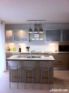 cuisine moderne blanc et taupe ilot central by animelie modern kitchen white and taupe - Cuisine Blanc Et Taupe