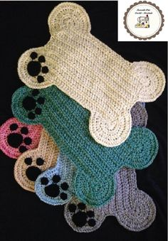 Dog Bone Paw Print Place Mat, Large Size Pet Crate Dog Bone Mat, Name Personalized Dog Bone Shaped Mat, Dog Bone Food Bowl Placemat Rug - Kedi yataklari - Dog Bone Placemat Rug – Paw Print; Food Floor Mat Large Size, Many colors! Crochet Home, Crochet Crafts, Crochet Yarn, Hand Crochet, Crochet Projects, Crochet Tutorials, Yarn Crafts, Motifs Granny Square, Knitting Patterns