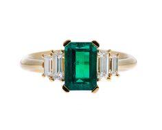 18 kt geelgouden ring bezet met smaragd en diamant